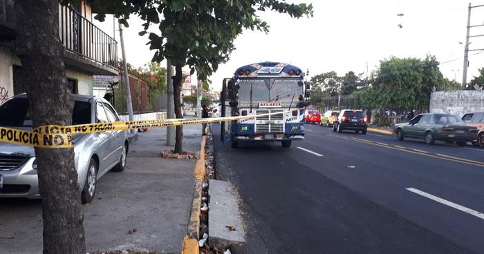 Pasajero se defiende de asalto y mata a un delincuente al interior de un bus R-46 en San Salvador