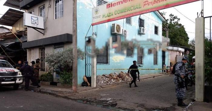 Pareja asesinada en plaza comercial de Zacatecoluca