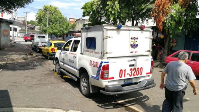 Delincuentes asesinan a una mujer dentro de una vivienda en Barrio Concepción, San Salvador
