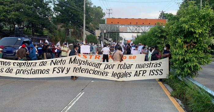 Sindicalistas de ASTRAM bloquean nuevamente autopista a Comalapa