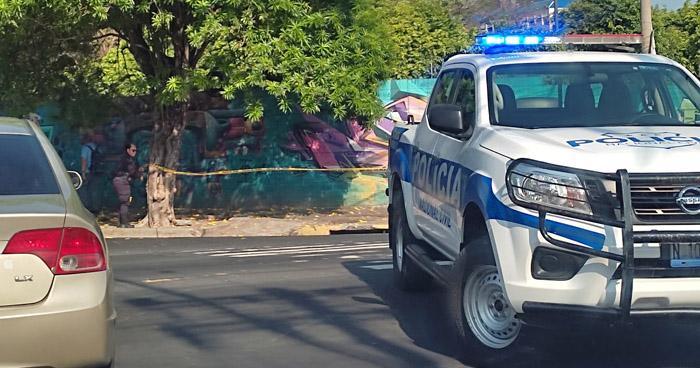Atacan a conductor sobre 25 Avenida Norte, en San Salvador