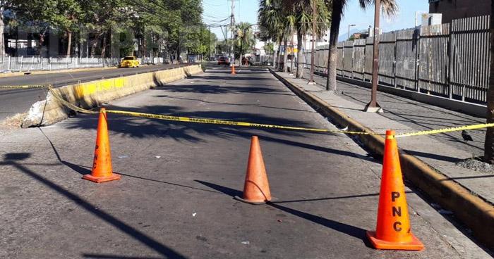 Hombre muere tras ataque armado afuera de Metrocentro, San Salvador
