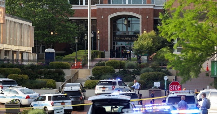 Dos muertos y cuatro heridos dejó tiroteo en Universidad de Estados Unidos