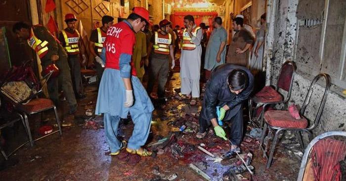 Ataque suicida en un mitin electoral en el noroeste de Pakistán, deja 12 muertos