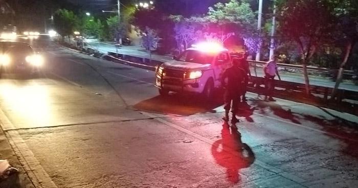 Mujer muere al ser atropellada en carretera a Comalapa