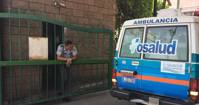 Niñas lesionadas tras ser atropelladas cuando vendían a orillas de la carretera en Izalco