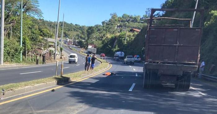 Hombre muere tras ser atropellado en carretera a Armenia, Sonsonate