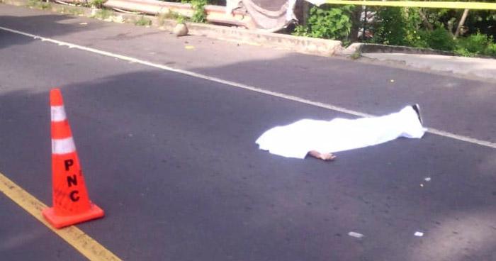 Mujer pierde la vida al ser atropellada en Izalco, Sonsonate