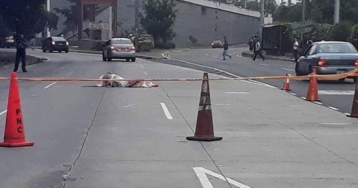 Hombre muere atropellado sobre carretera Panamericana frente a Ceiba de Guadalupe