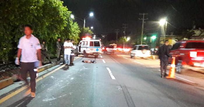 Mujer muere al ser atropellada cerca de una pasarela en carretera Comalapa