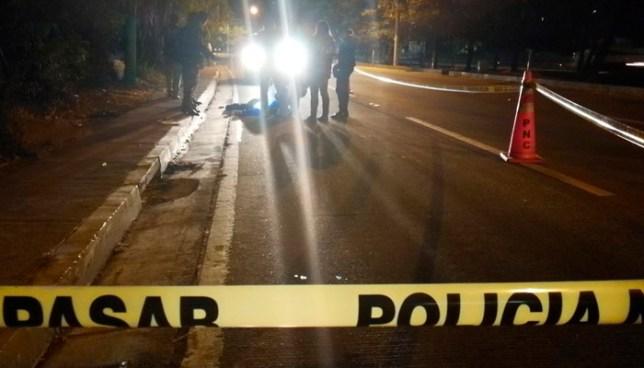 Muere agente de la PNC, tras ser atropellado por un vehículo, en autopista Comalapa, San Salvador
