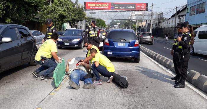 Peatón atropellado cerca de una pasarela sobre alameda Juan Pablo II