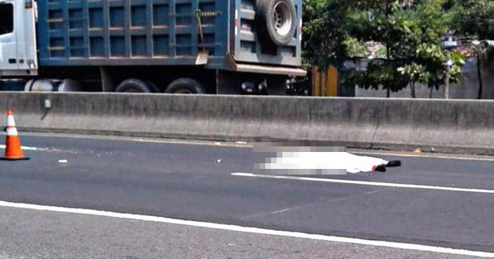 Hombre muere al ser atropellado en carretera de Quezaltepeque