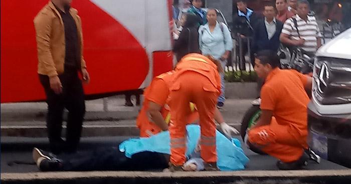 Hombre murió tras ser atropellado justo abajo de una pasarela cerca del Salvador del Mundo