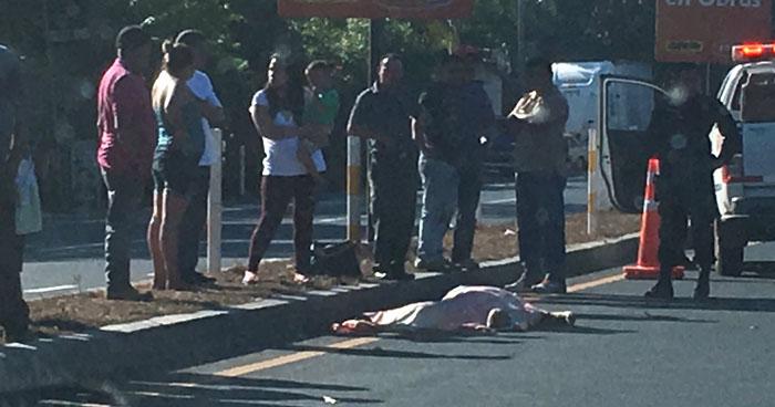 Automovilista huye tras atropellar y matar a una persona en Sonsonate