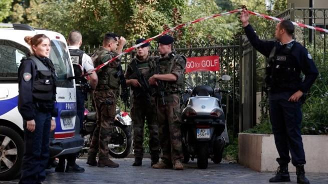Seis soldados heridos tras ser embestidos por un vehículo en París