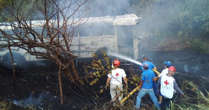Autobús se incendia luego de precipitarse a un barranco en Troncal del Norte