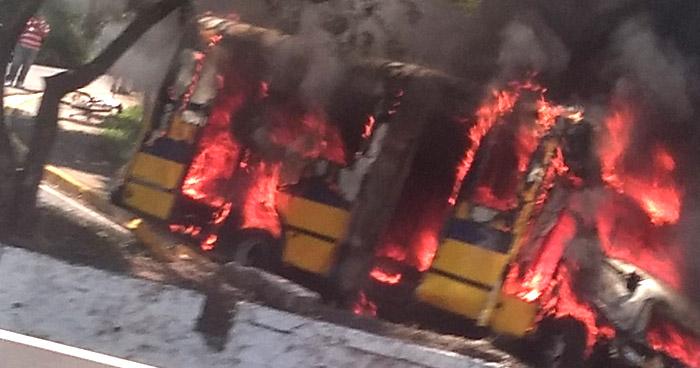 Microbús se incendio en carretera hacia Armenia, Sonsonate