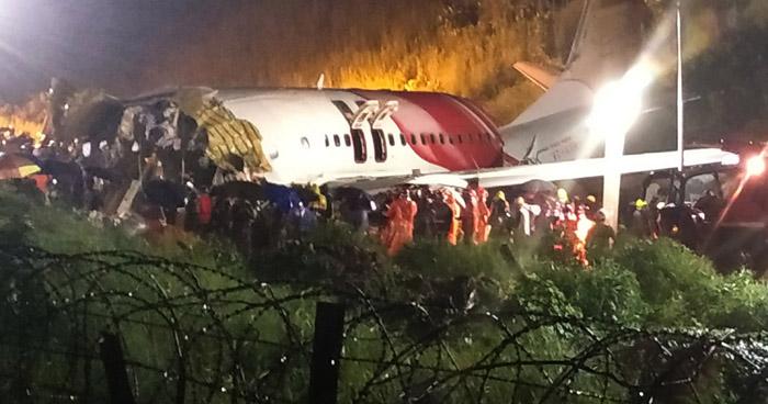 Sube a 18 la cifra de fallecidos tras partirse un avión en dos cuando aterrizaba en India