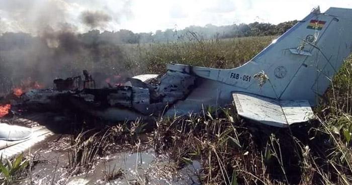 Mueren seis personas al estrellarse una avioneta en Bolivia