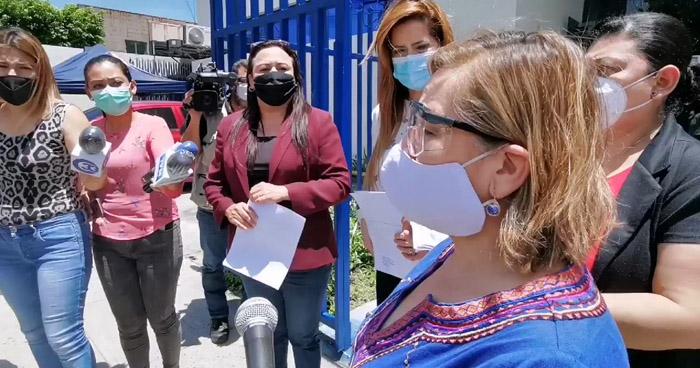 """Diputadas del FMLN ponen aviso ante la Fiscalía por contagio de ancianos en Asilo """"Sara Zaldívar"""""""