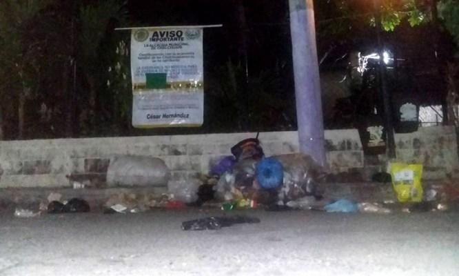 Habitantes de Chalchuapa dejan basura en la Alcaldía en repudio por el mal servicio de recolección