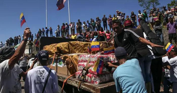 Nicolás Maduro ordena el cierre del espacio aéreo y fronteras venezolanas para bloquear la Ayuda Humanitaria