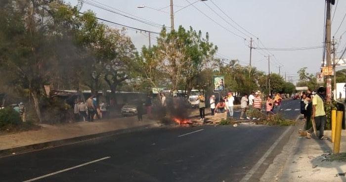 Protestantes cierran ambos sentidos del Bulevar del Ejercito por Terminal Nuevo Amanecer