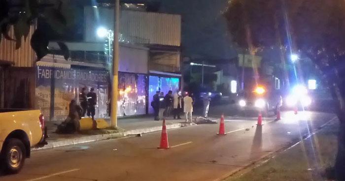 Conductora fue detenida cuando pretendía huir tras atropellar a un motociclista