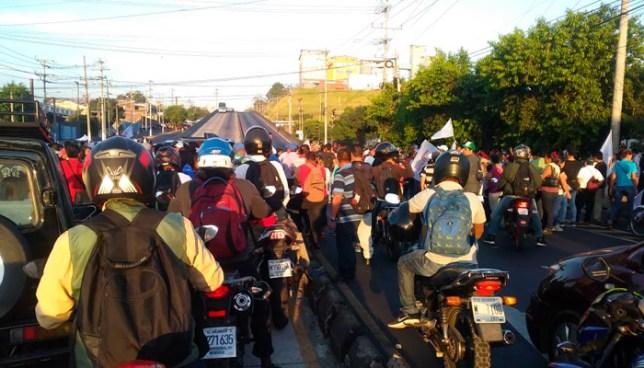 Miembros de ASTRAM protestan frente a MOLSA y cierran paso en Bulevar del Ejército