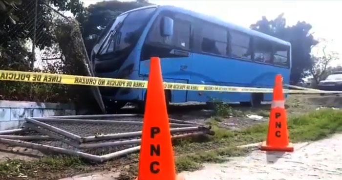 Motorista de la Ruta 29 muere al sufrir un paro respiratorio sobre el Bulevar del Ejército