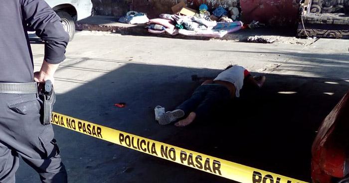 Hombre fue asesinado abajo de un paso desnivel del Bulevar Venezuela