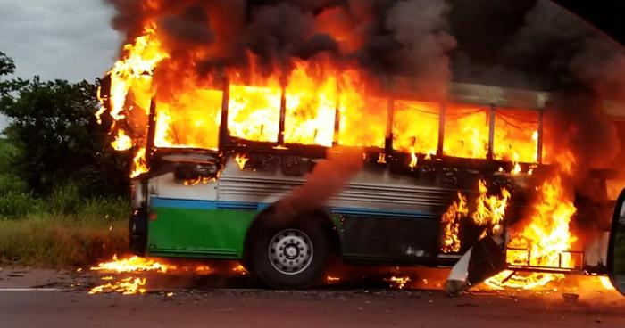 Bus de la ruta 302 se incendia cuando hacía su recorrido por Santiago Nonualco