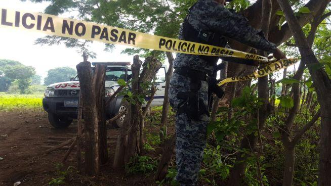 Encuentran cadáver semienterrado en San Miguel