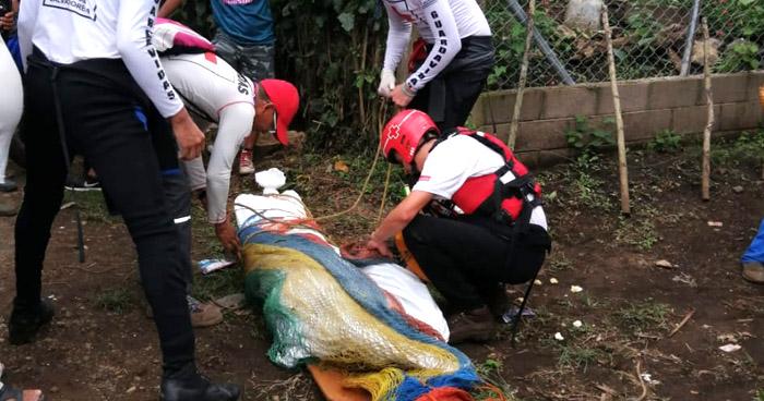 Recatan cadáver de hombre que fue arrastrado por un río en Chalchuapa, Santa Ana