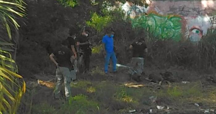 Hallan cadáver en predio baldío de San Salvador