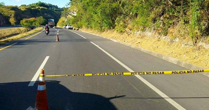 Encuentran cadáver de un hombre envuelto en sábanas en carretera de Oro
