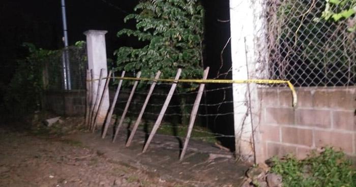 Cadáver de anciano fue encontrado enterrado en una vivienda de Ahuachapán