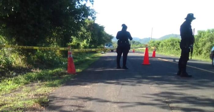 Hallan cuerpo sin vida de un joven en carretera a playa El Espino, Usulután