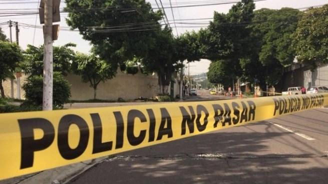Encuentran cadáver de mujer embolsado en Colonia Guatemala, San Salvador