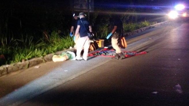 Encuentran un cadáver envuelto en sabanas sobre la carretera de Oro