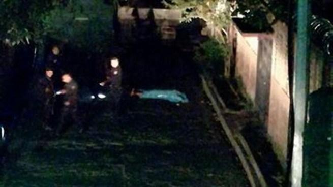 Delincuentes matan a un hombre y dejan su cadáver envuelto en sabanas en Mejicanos