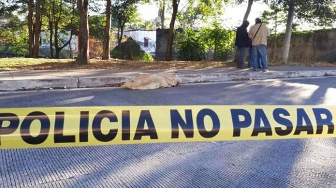 Encuentran el cadáver de un hombre envuelto en sábanas en San Salvador