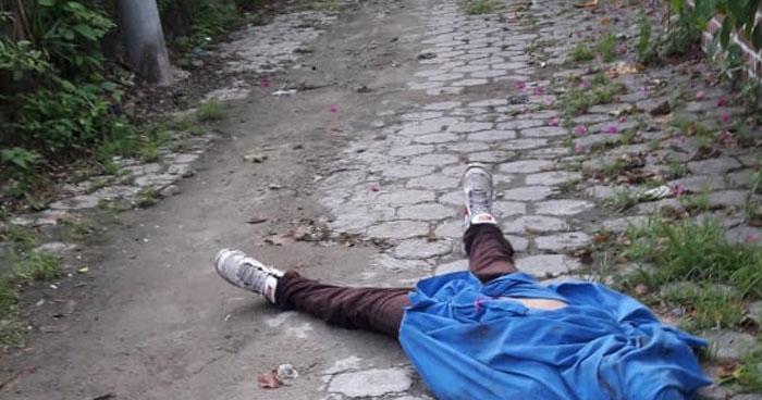 Abandonan cadáver ensabanado en colonia de Ilopango