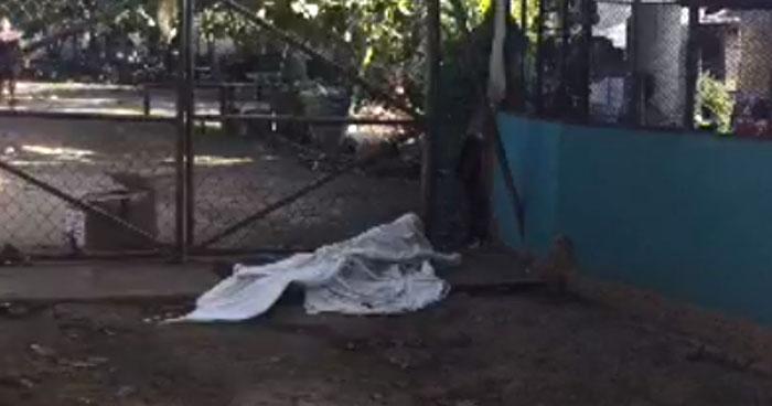 Hombre muere en la entrada de un centro escolar en Sonsonate