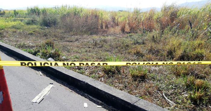 Encuentran cadáver decapitado de una mujer en carretera Litoral, San Miguel