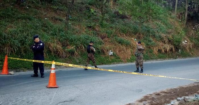 Hallan cadáver envuelto en sábanas por puente Las Mulas