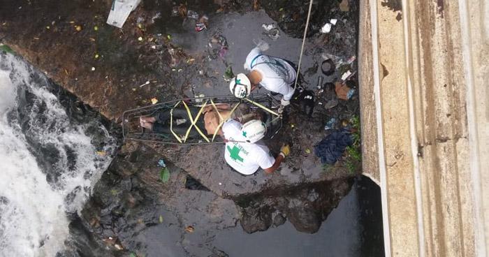 Hallan el cadáver de un hombre en río El Arenal en San Salvador