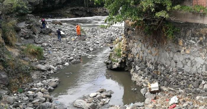 Encuentran cadáver embolsado en quebrada El Carmen de San Salvador
