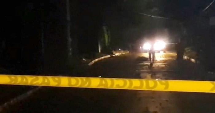 Lanzan cadáver en calle principal de colonia en Santa María, Usulután